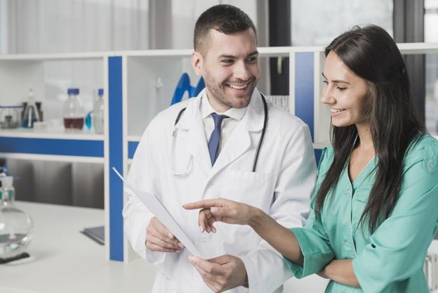 medicos-alegres-papel_23-2147767832